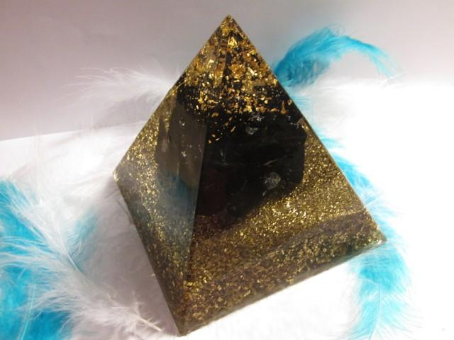 Orgonit Egyptská pyramida 10x10 Zlato & Šungit, cena za 3 kusy (orgonit, šunit, zlato)