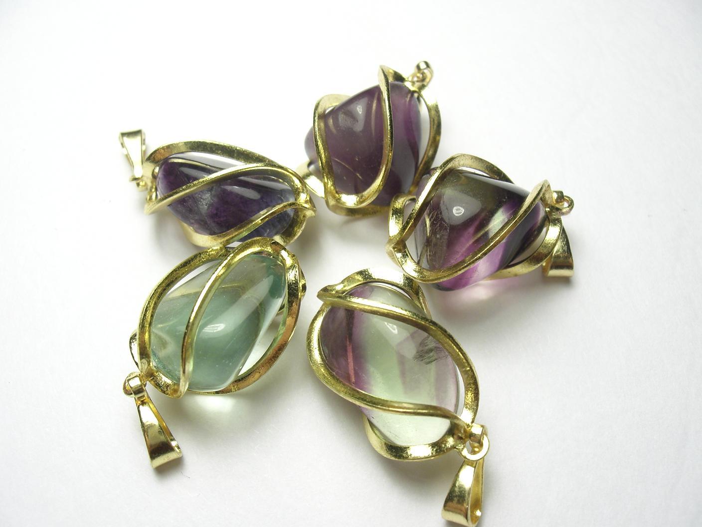 Spoutaný ochranný a mocný FLUORIT(zlatý) (různé barvy od úplně světlé až po tmavě zelenou a fialovou)
