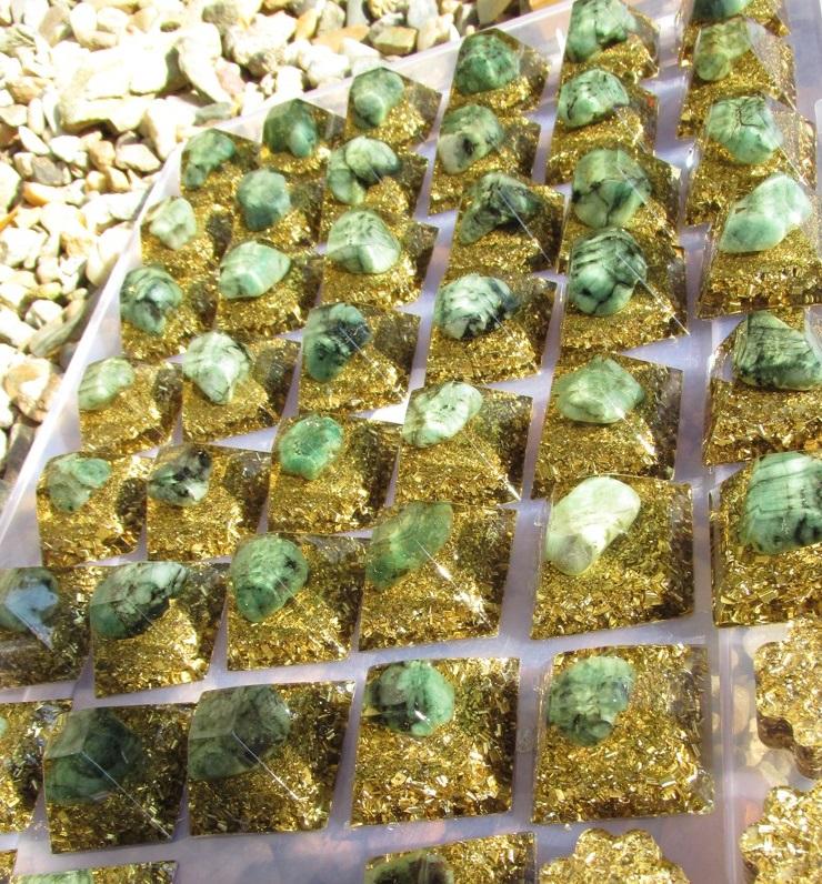Orgonit -Magický Smaragd pro přivolání bohatství a duševní síly