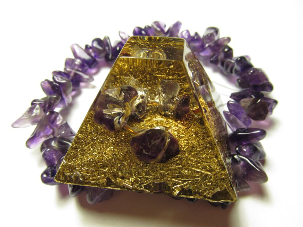 Mayská pyramida s ametystem na drátku