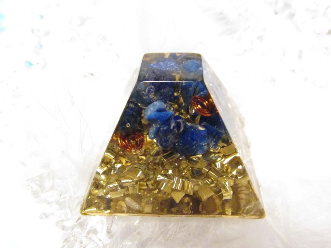 Mayská pyramida s lapisem lazuli na drátku