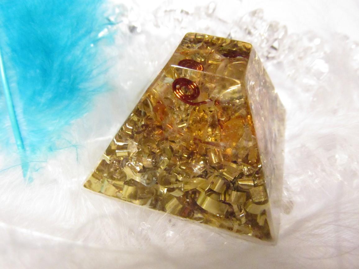 Mayská pyramida s citrínem na drátku