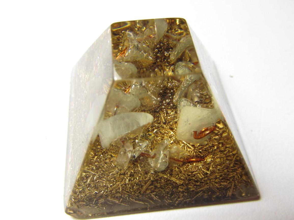 Mayská pyramida s akvamarínem na drátku