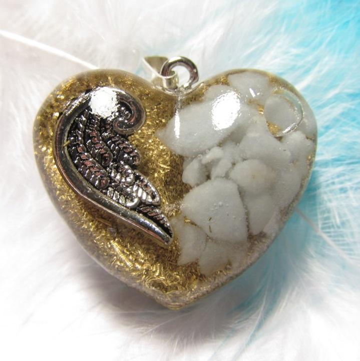 Orgonit přívěsek - Andělská láska II. (Orgonit, mosazné špony, angelit)