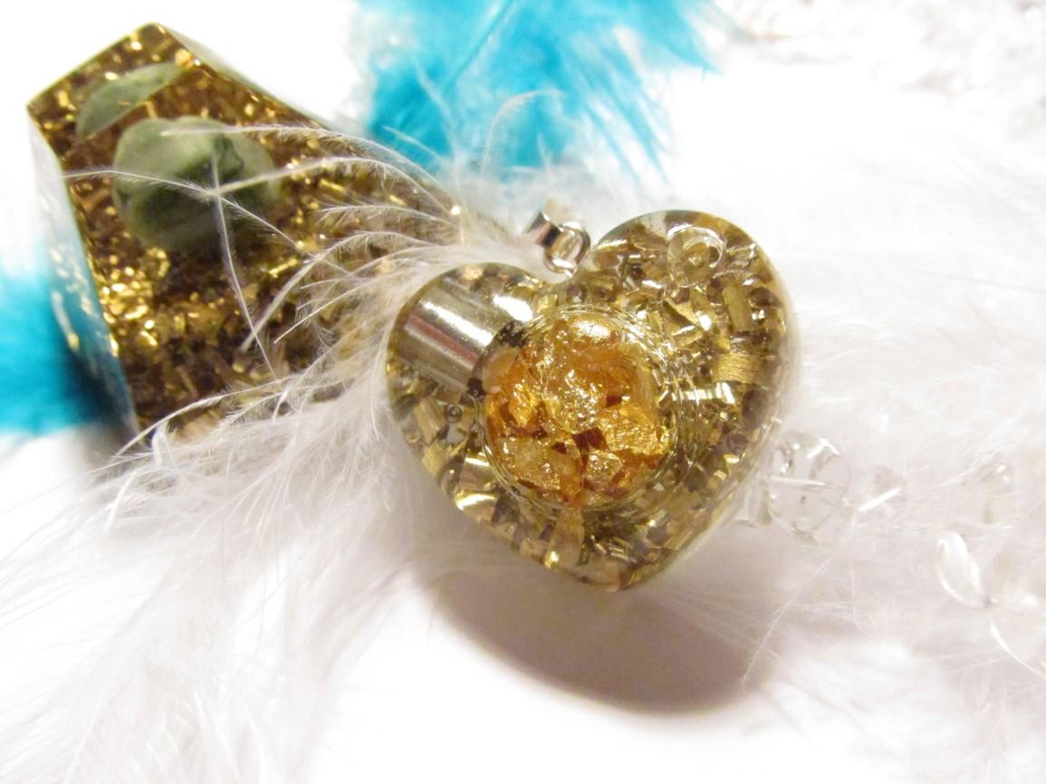 Dvojité povzbuzení pro váš úspěch (orgonit srdíčko se zlatem + orgonit mayská pyramida se smaragdem)