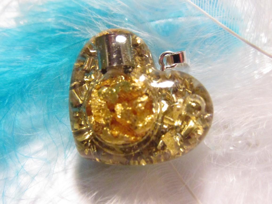 Talisman pro štěstí - srdíčko (orgonit srdíčko se zlatem )