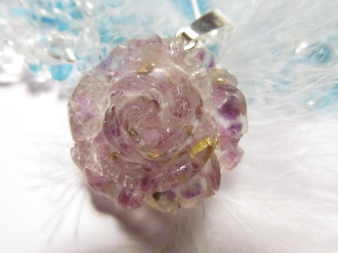 Orgonitový přívěsek - růže s fluoritem