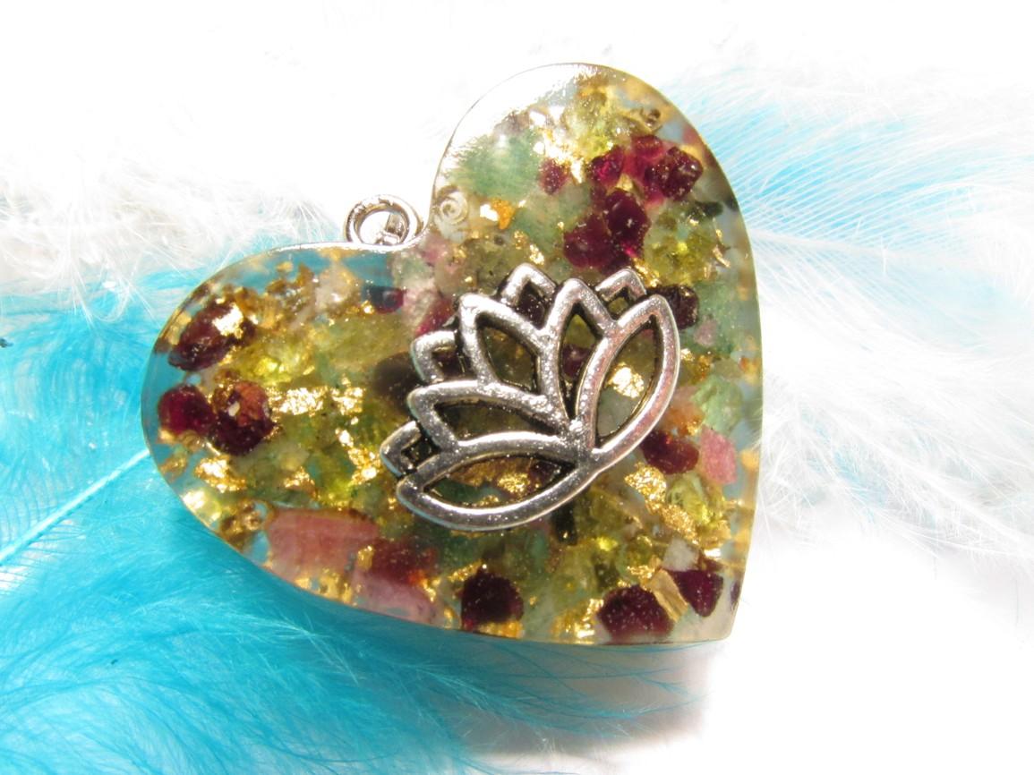 Orgonit Srdeční čakra & Bohatství II (Orgonit, mosazné špony, zlato, rubín, granát)