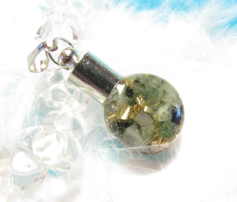 Orgonit - Mini lahvička -Smaragd (orgonit, přívěsek, smaragd, mosazné špony)