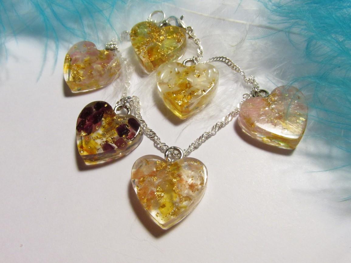Orgonitový náramek s jantarem, plátkovým zlatem a drahými kameny (Orgonitový náramek s jantar