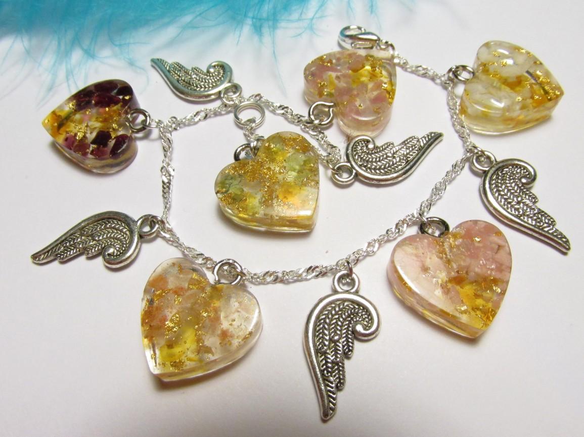 Orgonitový náramek s jantarem, plátkovým zlatem, drahými kameny a andílkem (Orgonitový náram