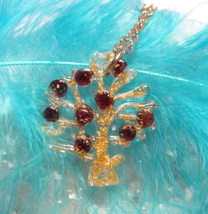Orgonit - strom života s granátky a pravým plátkovým zlatem (strom života, orgonit, granát, plátkové zlato)