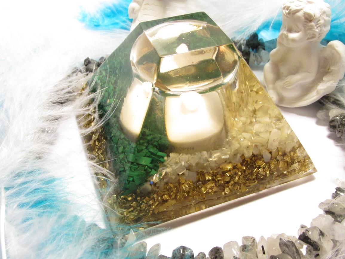 Orgonitová lampička Malachit & Měsíční kámen (lampička nejen pro krásné večery, ale i spánek :-) )