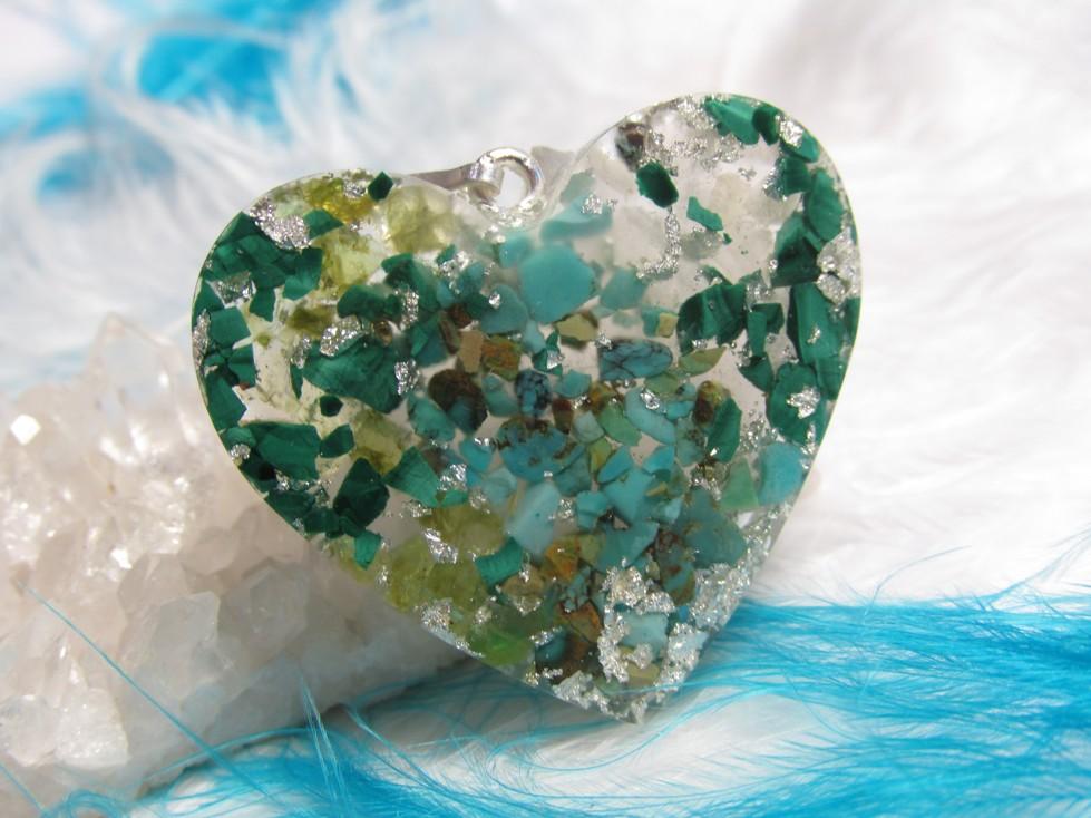 Přívěsek srdíčko na přání II (orgonit, plátkové stříbro, malachit, olivín, růženín,