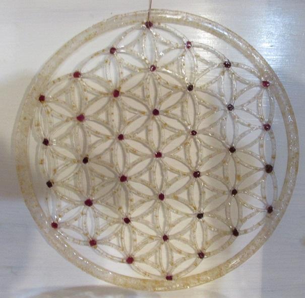 Orgonitový květ života s Českým granátem a zlatem 20 cm (k pověšení na zeď, nebo na stůl, pro nabíjení vody)