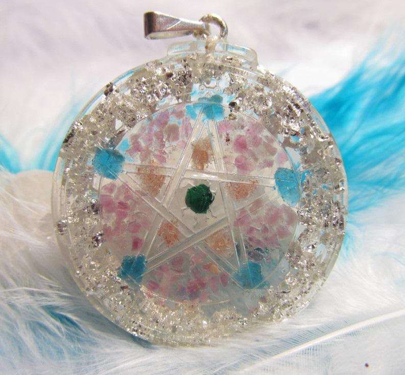 Ochranný pentagram - Slunce v duši (orgonit, stříbro, malachit, růžový turmalín, sluneční kámen, apatit)