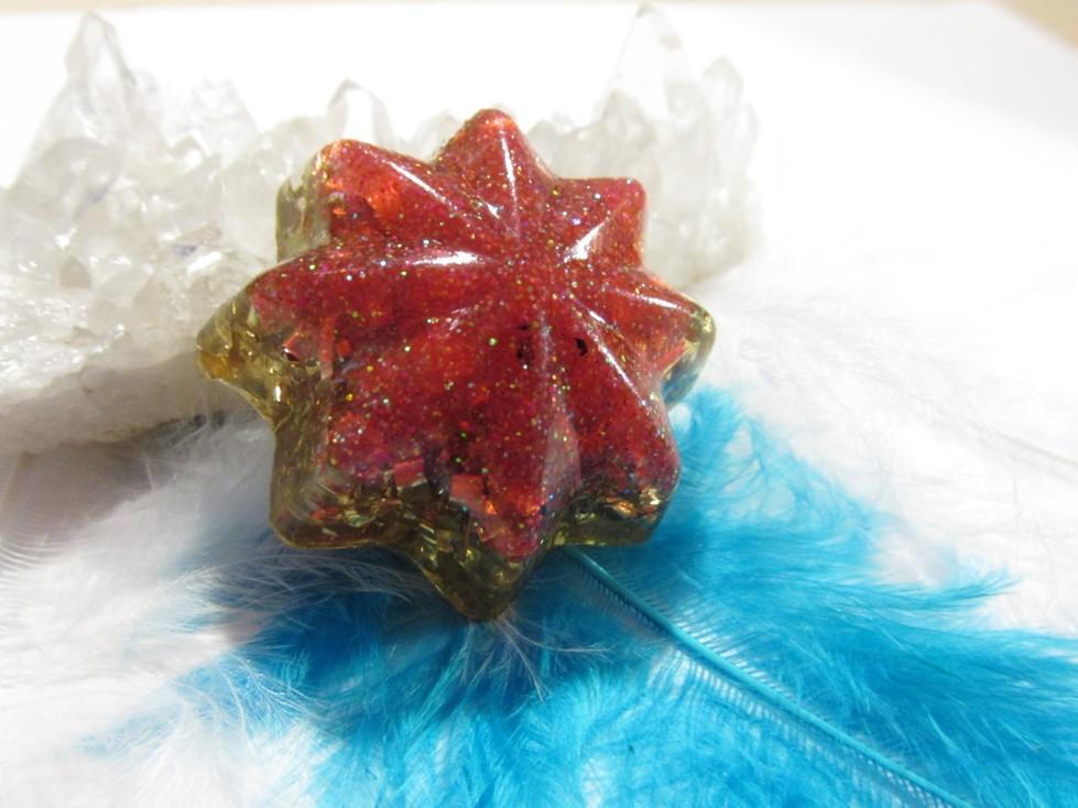 Dárek k surovým kamenům- Orgonitová hvězdička pro čistění a nabíjení kamínků (prosím přečtěte si celý popis níže, proč je hvězdička za 1,- )