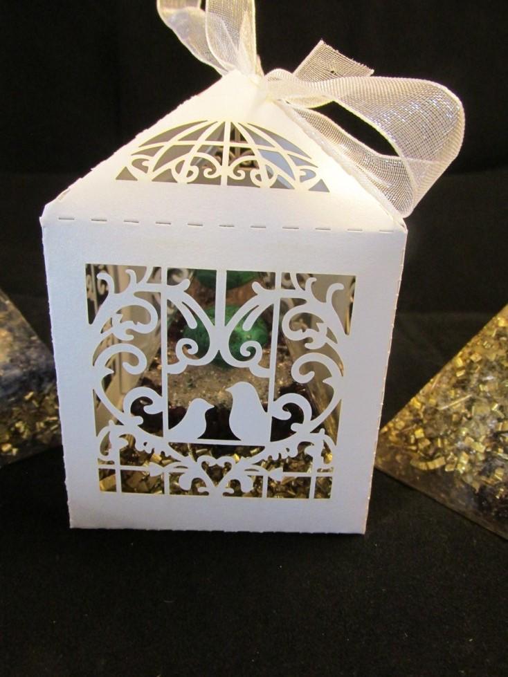 Ozdobná papírová krabička 6x6 cm