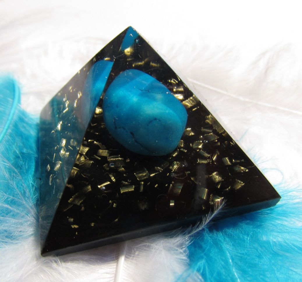 Orgonit Modré sny (4x4 cm, dosah cca 3 metry (orgonit, modrý howlit, šungitový pudr)