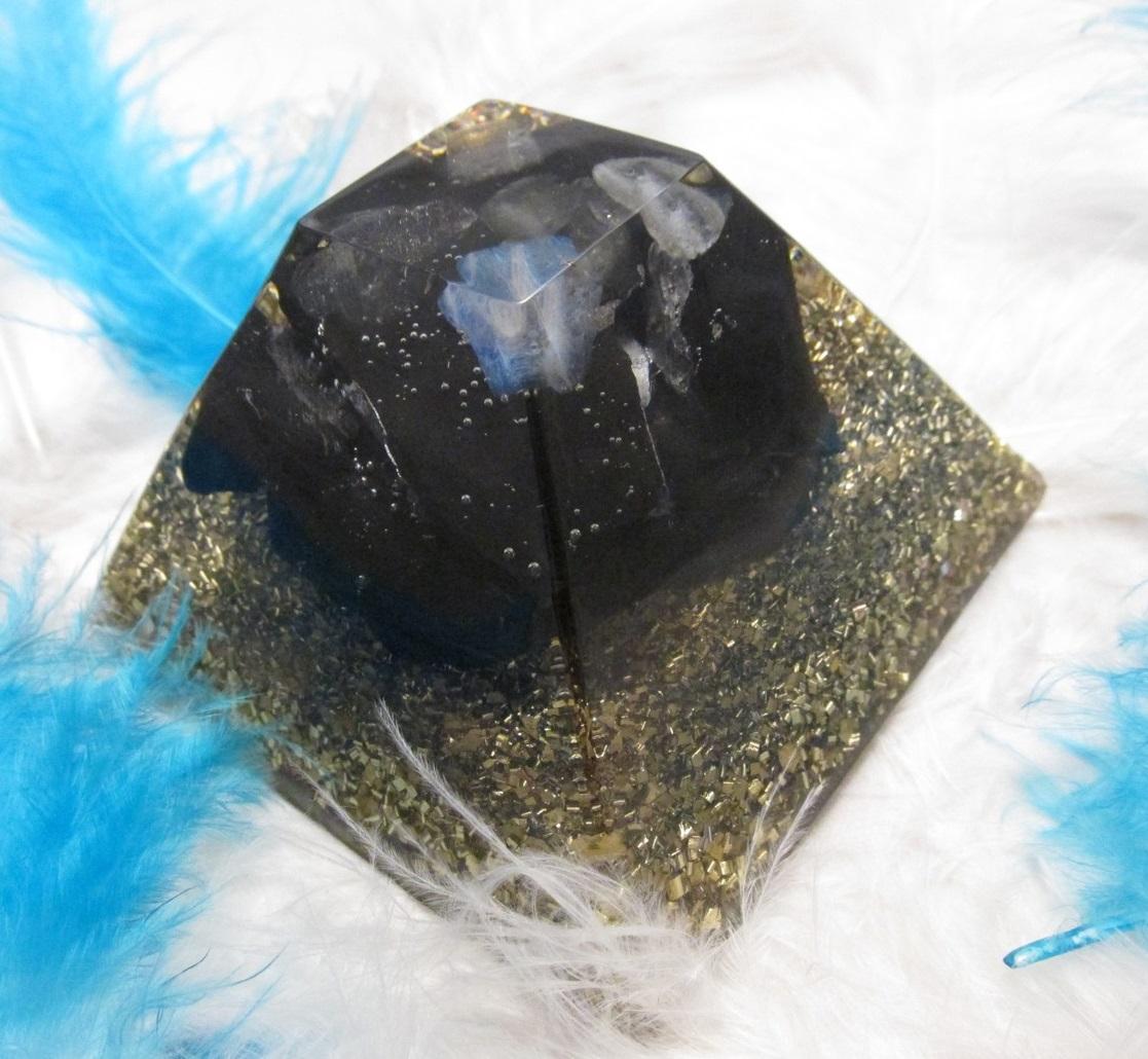 Orgonit - Síla šungitu & Labradoritu (7x7cm) (surový šungit, labradorit, orgonit)