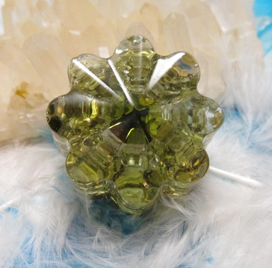 Orgonit květinka - Ať štěstí na mě zazáří (Květinka malá, olivín, chatonová růže)