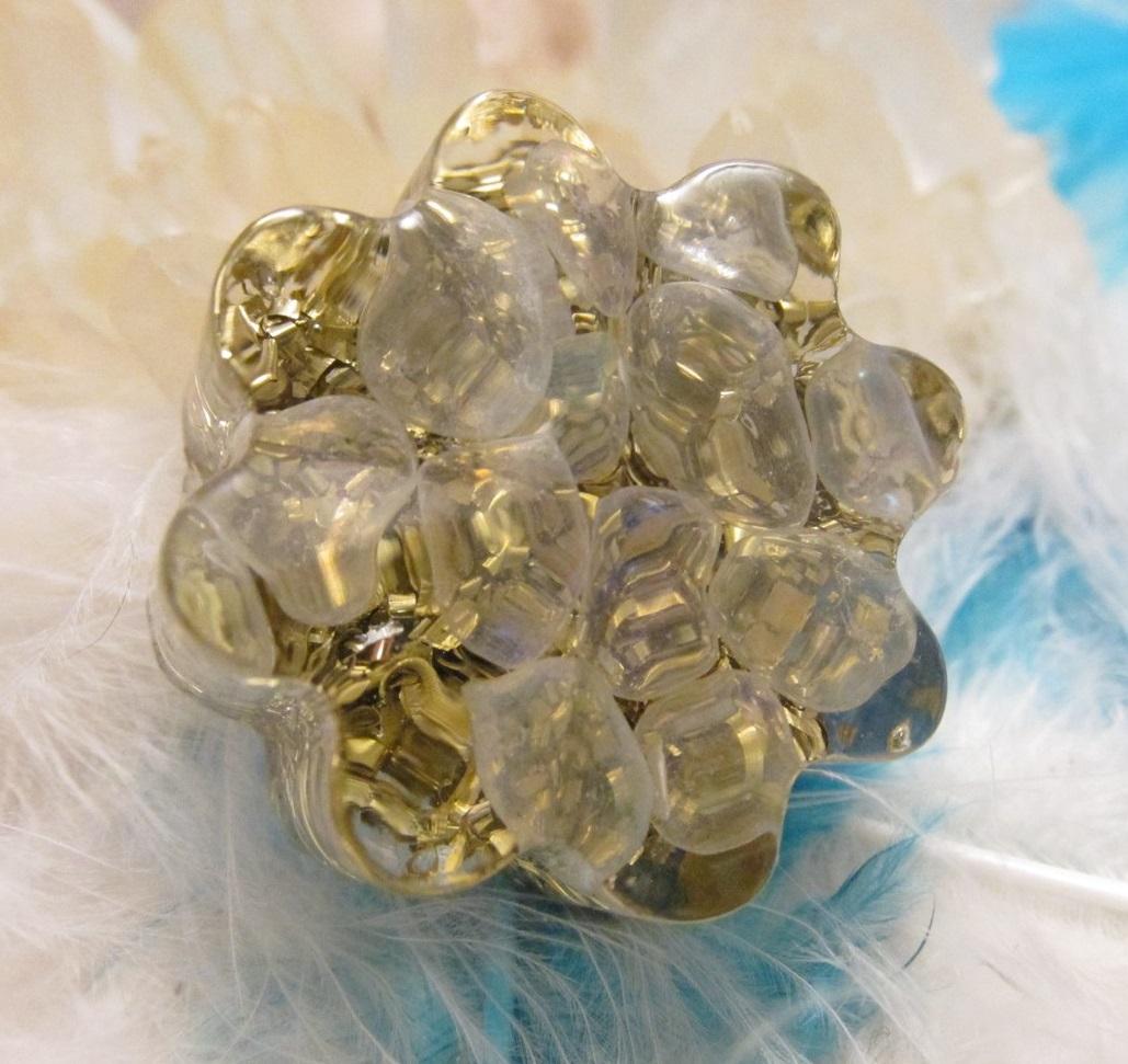 Orgonit květinka - Duhový pro šťastné dny (Květinka malá, drobné kamínky křišťálu opálová aura)