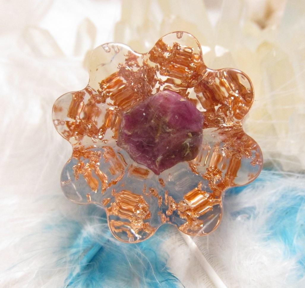 Orgonit květinka - Vášnivý & Silný (Květinka malá, krystal rubínu, vločky plátkové mědi)
